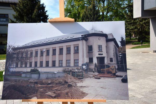 Paroda prie Petro Kriaučiūno bibliotekos