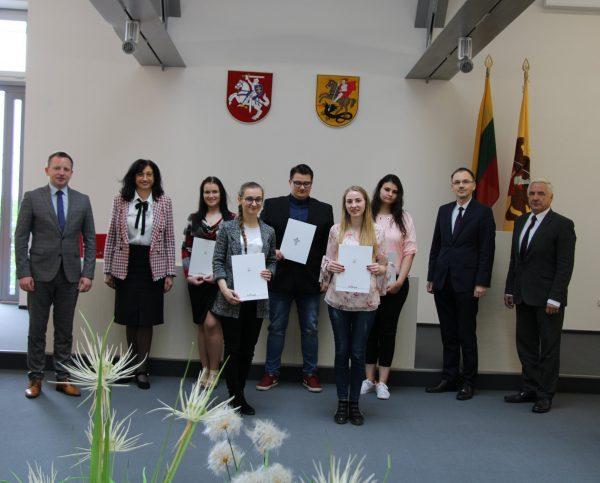 Savivaldybės stipendijos – kolegijos studentams ir profesinio rengimo centro moksleiviams
