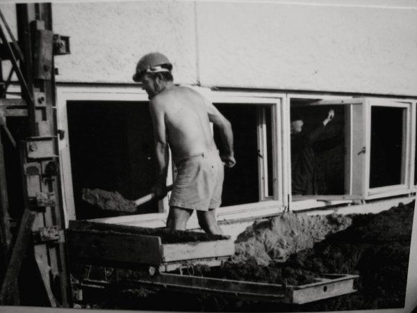 Dizaineris A. Bernotas laikinai tapęs statybininku