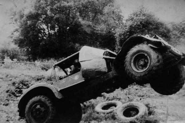 Prieš tris – keturis dešimtmečius vykusių automobilių kroso varžybų momentai