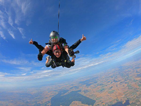 Pramoginis šuolis iš 3000 metrų aukščio su instruktorium