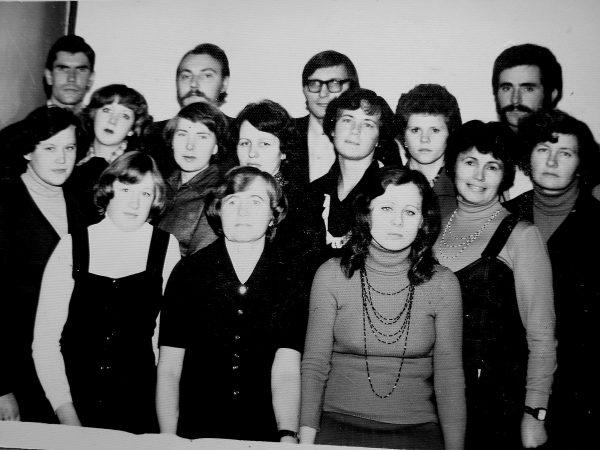 1979 metai, Antras konstravimo skyrius: Pirmoje eilėje iš kairės - A. Aleksienė, N. Keselienė. Antroje eilėje iš kairės - D. Januševičiūtė, V. Černienė, S. Urbanavičienė, G. Galminienė, B. Jašinienė, N. Mikalauskienė. Ketvirtoje eilėje iš kairės - S. Karvelis , skyriaus vedėjas - A. Adomavičius, E. Zygmanta, I. Starožuk.