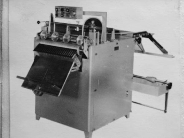 Automata M6-ABO skirtas polietileno maišeliams bei aplankams gaminti