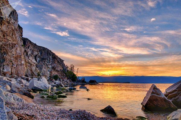 Didžiausios Baikalo Olchono salos pakrantė
