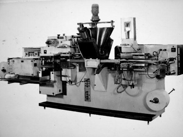 Automatas M6-ORK lydytam sūriui fasuoti