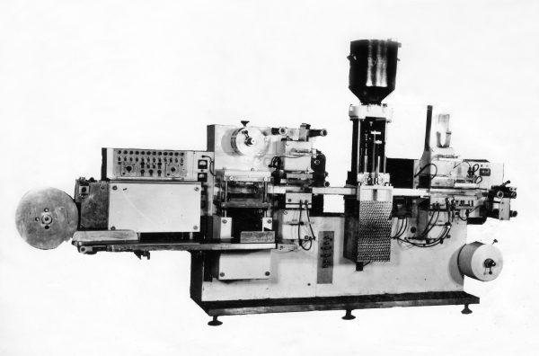 Automatas M6-ORD grietinei ir majonezui fasuoti