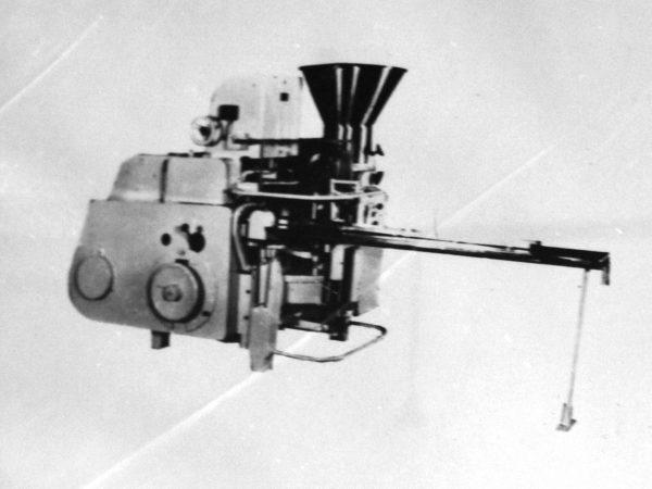"""M6- IFA-2 žuvies pastos """"Okean"""" fasavimo-pakavimo automatas"""