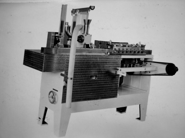 M6-OR1-S valgomųjų ledų fasavimo automatas