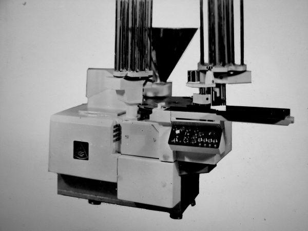 Granuliuotos varškės fasavimo automatas M6- ARZ