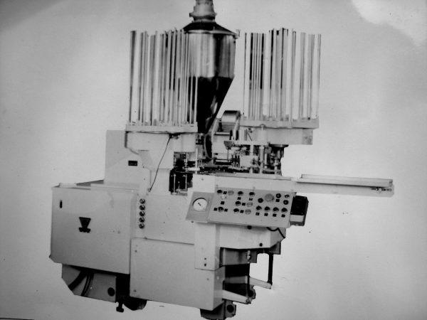 Mažo riebumo sviesto ir lydyto sūrio fasavimo automatas M6-ARI