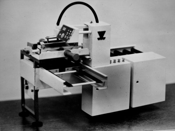 Automatas M6-AUZ varškės ir saldžių sūrelių briketams sudėti į dėžes