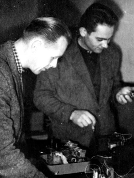 V. Bartininkas ir L.Baltrukonis eksperimentuoja