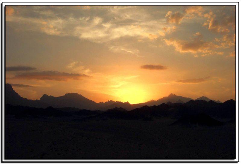 Egiptas, saulėlydis dykumoje