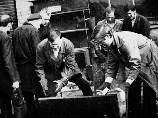 """Eksperimentinio cecho vyrai ruošia metalo laužo """"siuntą"""""""