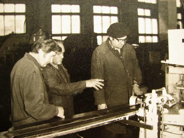 A. Slušnys, B. Dabulevičius ir J. Rutkauskas ruošiasi automato M6-ARI gamykliniams bandymams 1981 m.