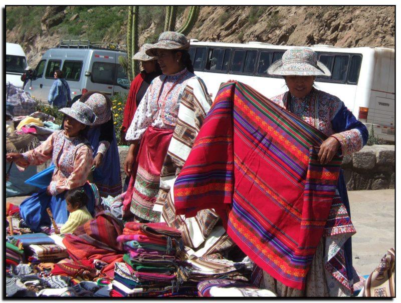 Peru, prekeiviai Kolkos kanjono prieigose