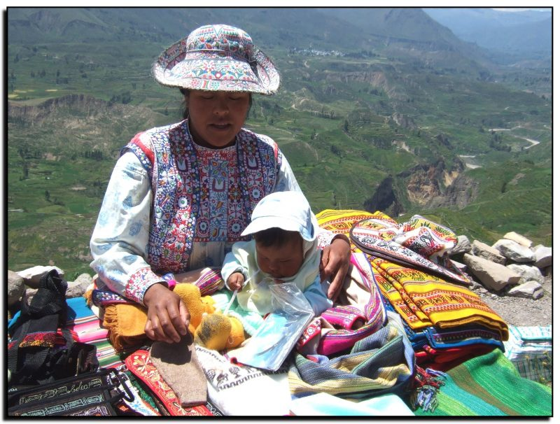 Peru. Prekeivė su mažyliu