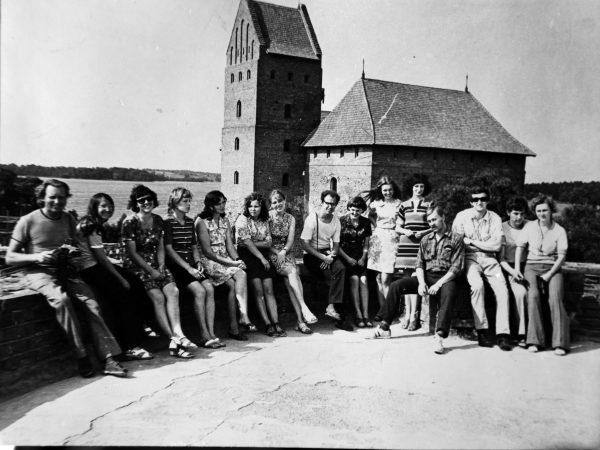 SKB jaunimas prie Trakų pilies 1975 m.