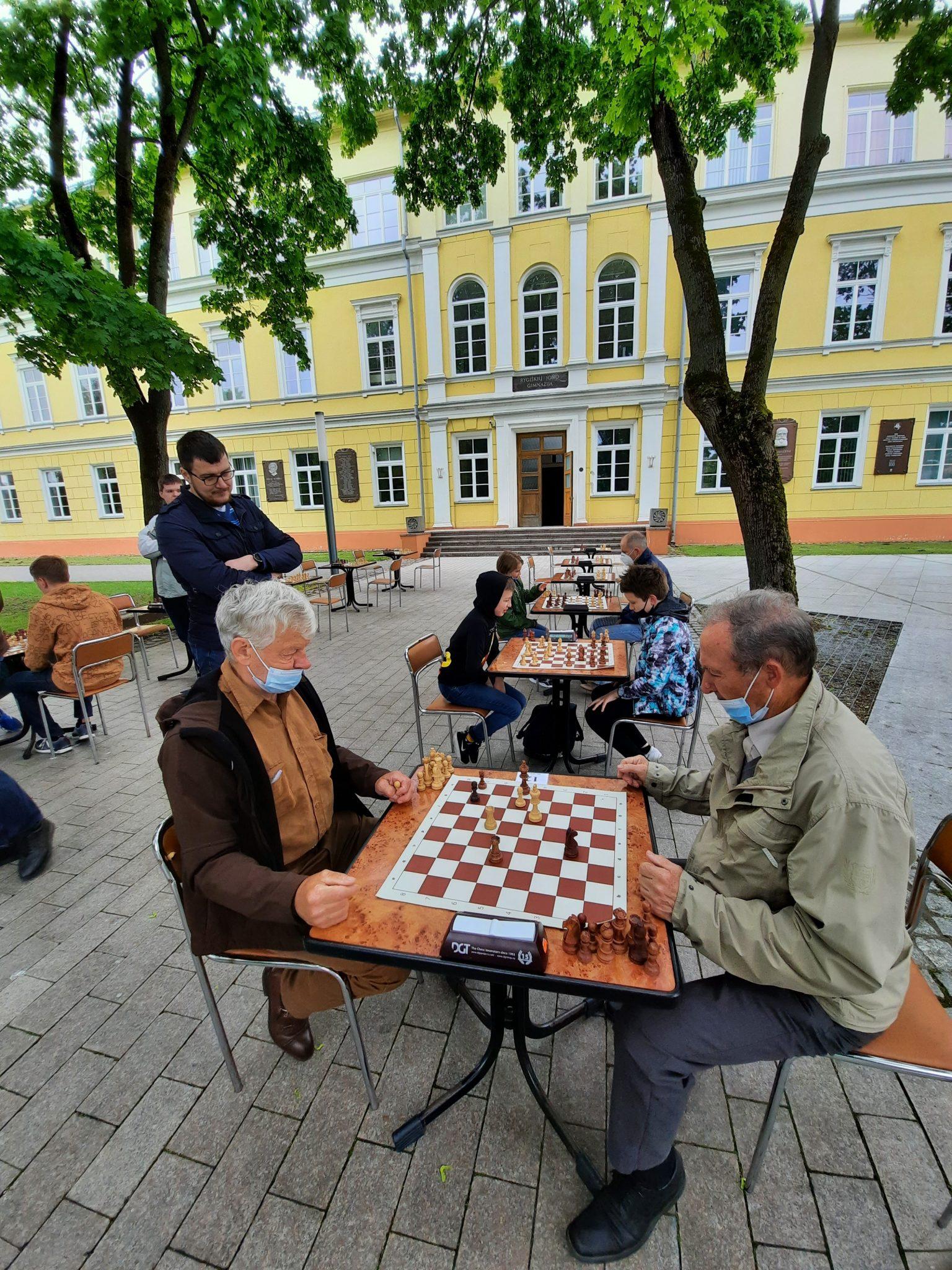 Šachmatų dvikovos šalia Rygiškių Jono gimnazijos