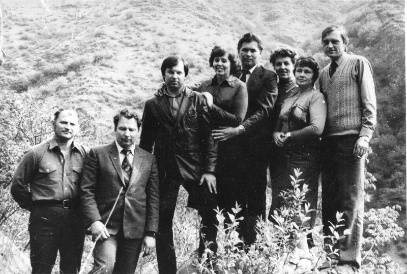 Ekskursijoje į Armėniją 1987 m. Vaitkevičius, J. Augustaitis, V. Ščervianinas, B. Šimonėlienė, Klevas, V. Černienė, B. Pečiulienė, V. Kinderis