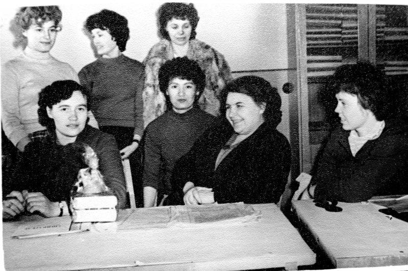 Kopijuotojos. Sėdi: skyriaus vedėja G. Jaskienė, nežin., A. Monina, B. Šimonėlienė. Stovi: nežin., B.Degutytė-Jašinienė, M. Stonkuvienė