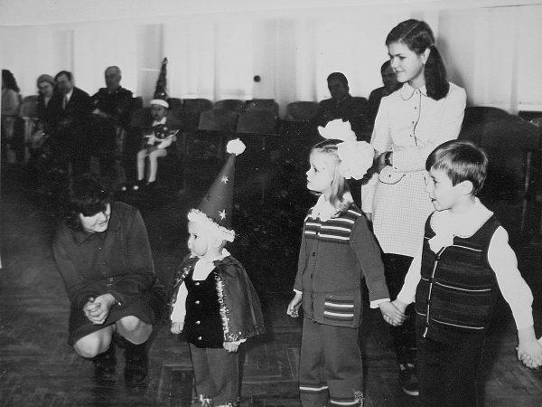 1977 m. Jauniausias ir mažiausias aktorius Vidmantas Balnius, suvaidinęs nykštuką, buvo apdovanotas specialiu prizu