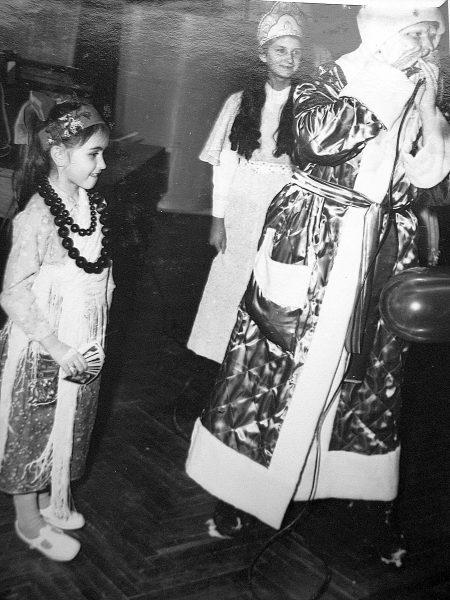 Sigutė Botyriūtė 1977 m. vaikų karnavale suvaidinusi čigonę laimėjo antrąją vietą