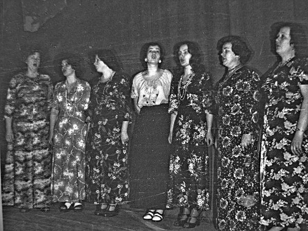 SKB moterų ansamblis1978 m. J. Lenkauskienė, J. Švirinienė, B. Šimonėlienė, Žitkutė, D. Blusiūtė, P. Gustainienė, J. Tamošaitienė, M. Stonkuvienė