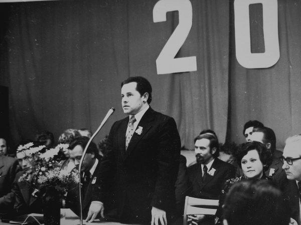 20-mečio proga SKB sveikina Kapsuko miesto vykdomojo komiteto pirmininkas K. Subačius
