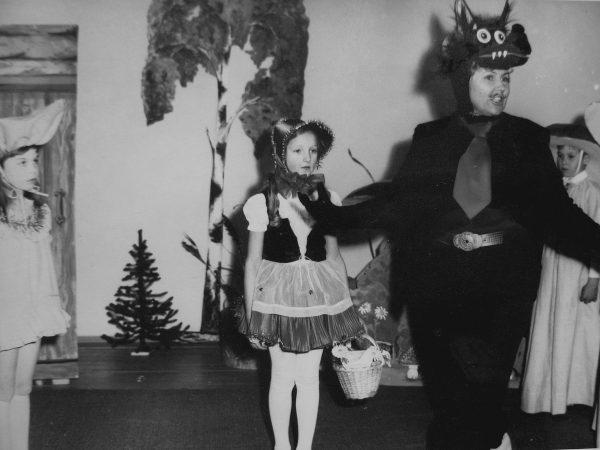 1985 m. su vaikučiais kartu vaidina S. Valiukevičienė