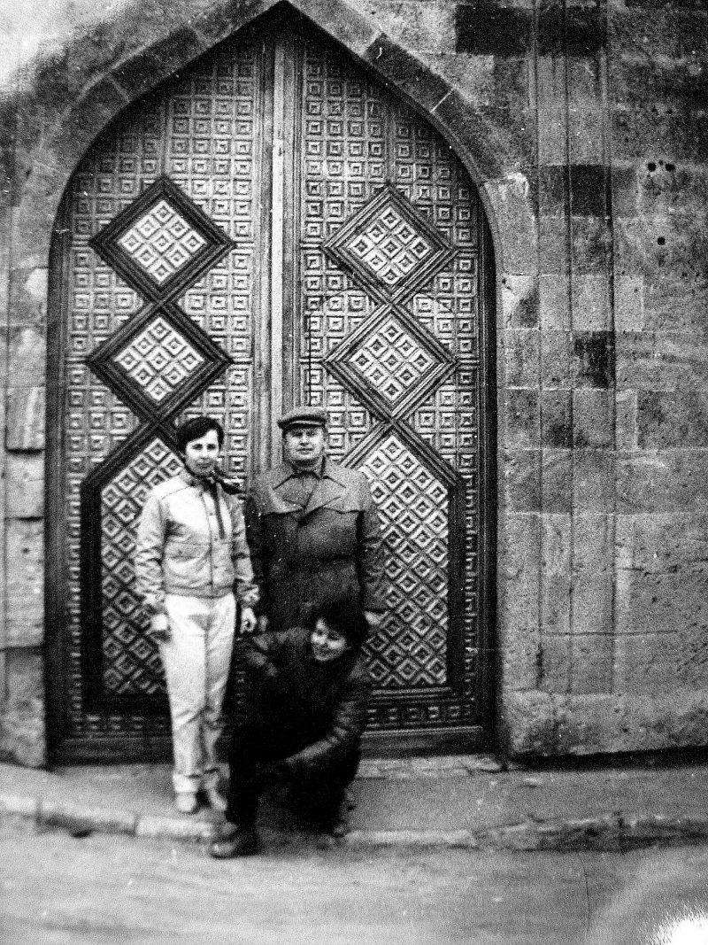 Azerbaidžano sostinėje Baku prie Širvan-šachų rūmų mečetės 1987 m.