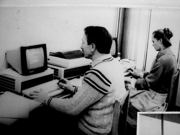 Automatinio projektavimo grupės darbuotojai E. Besasparis ir B. Liubinskaitė