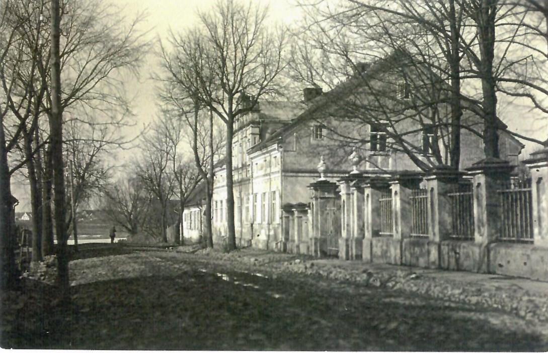 Klebonijos pastatas Bažnyčios gatvėje. XX a. 3-4 deš.