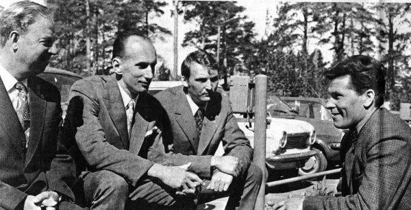 Suomis vertėjas Edvard Saalop kalbina kapsukiečius Rastislavą Karkocką, Kazį Krasnikauską ir Ramutį Bernotą