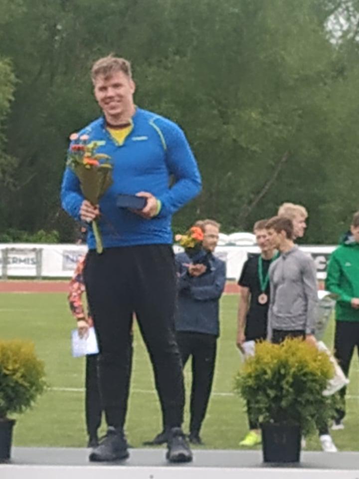 Tomas Vasiliauskas, kūjo metimas, 1 vieta
