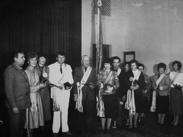 1986 m. Spalio švenčių proga SKB už darbo rezultatus buvo įteikta Ministerijos (Minlegpiščiamaš) pereinamoji vėliava. SKB administracija pasveikino ir darbo veteranus