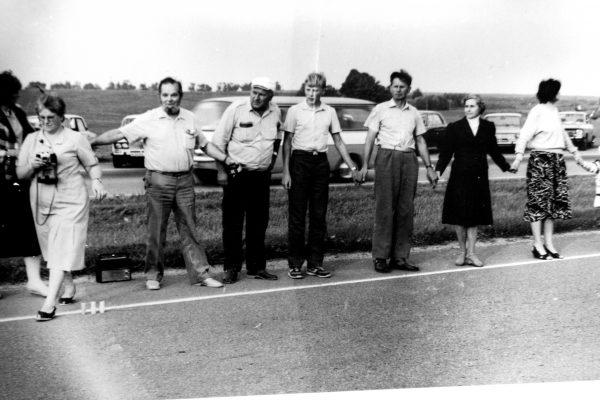 1989-08-23 SKB žmonės Baltijos kelyje