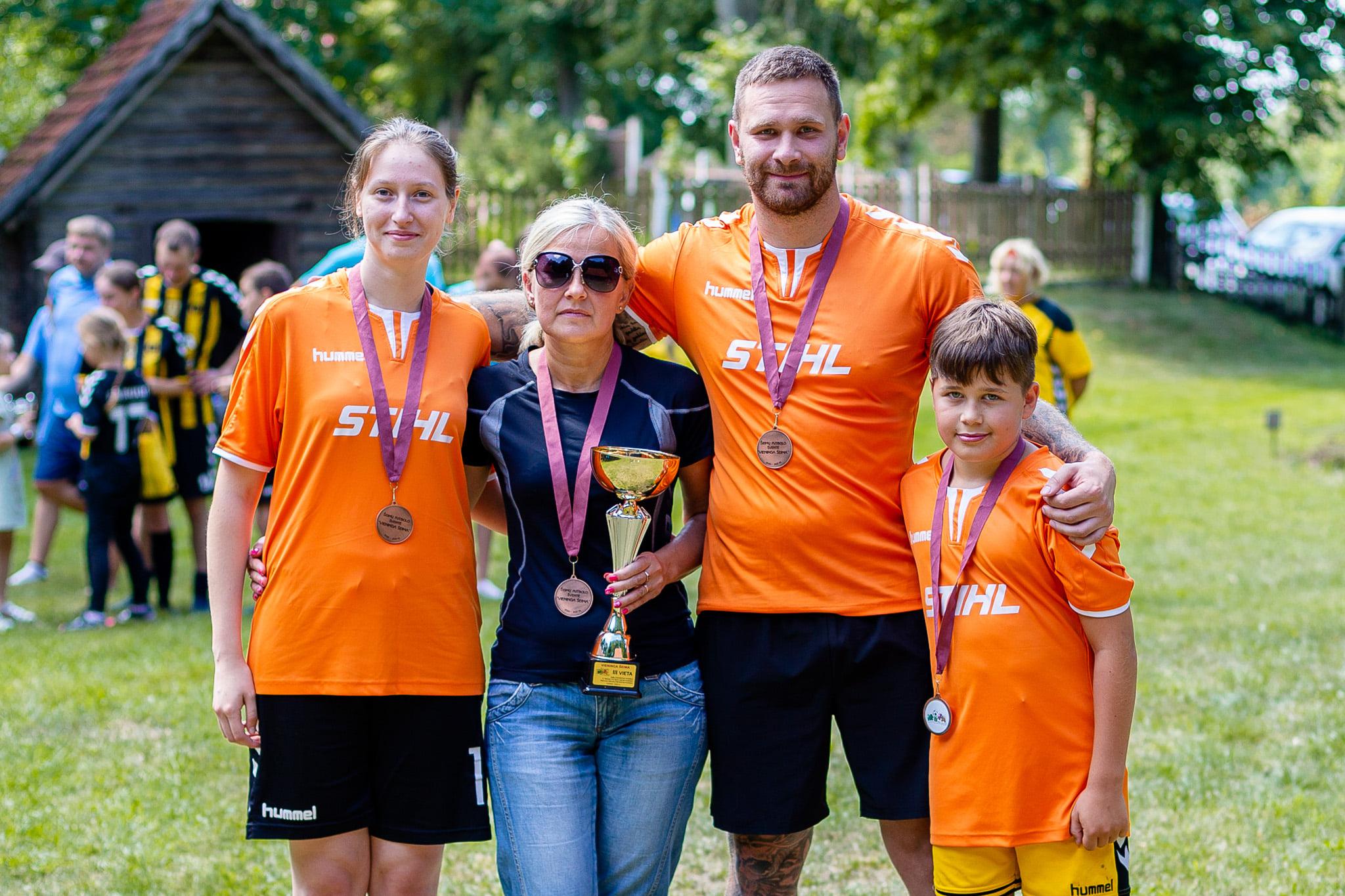 amulynų šeima iš Marijampolės iškovojo trečios vietos medalius ir taurę