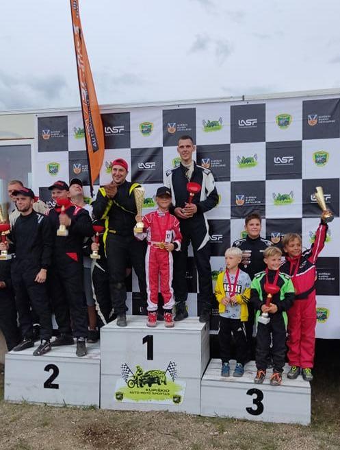 Lietuvos čempionato antrojo etapo nugalėtojai kartu su dalyviais