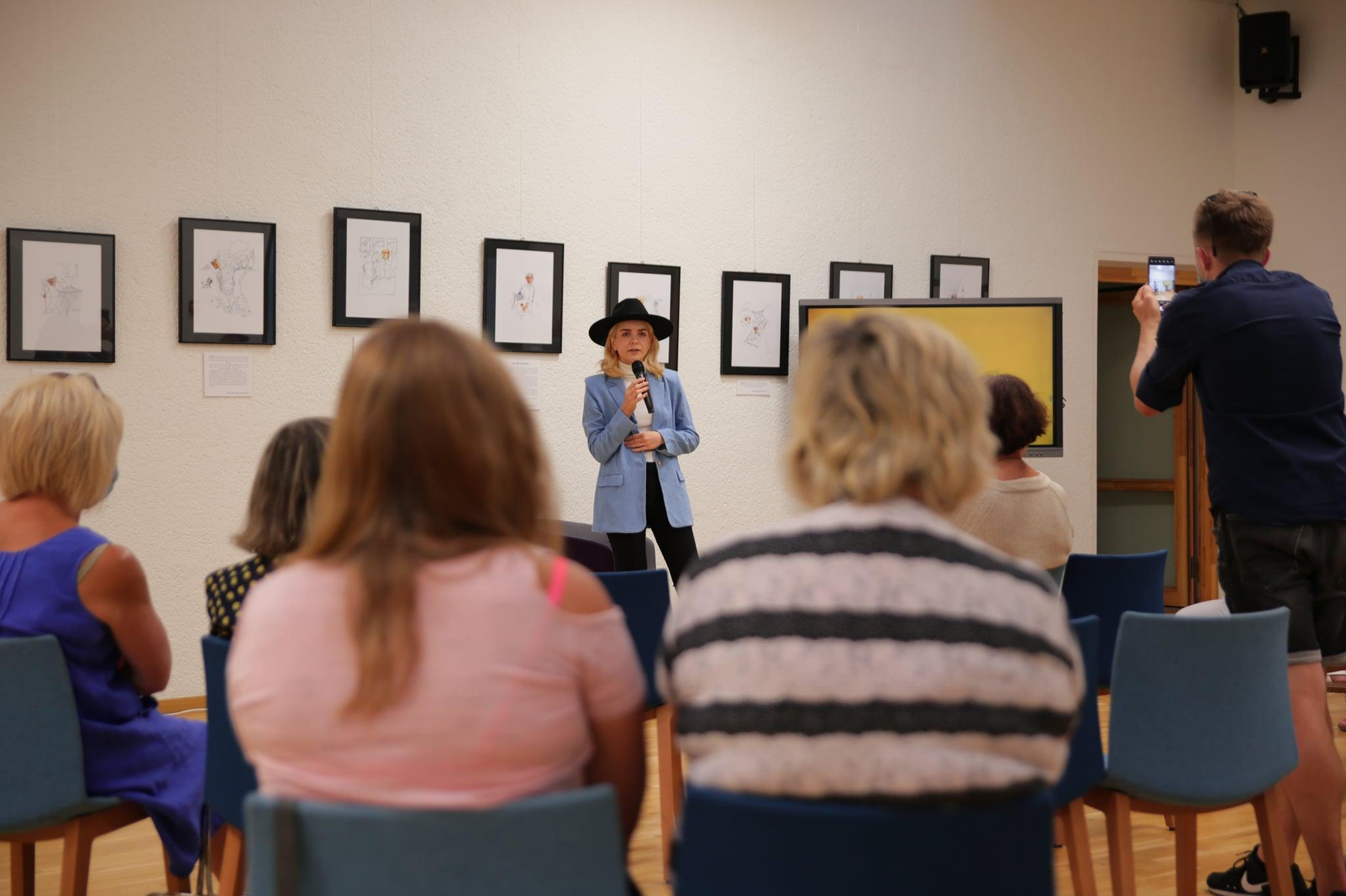 """Susitikimas su menininke, kūrėja Jolita Vaitkute. Projektas """"Edukacinė akademija - integruok save""""."""