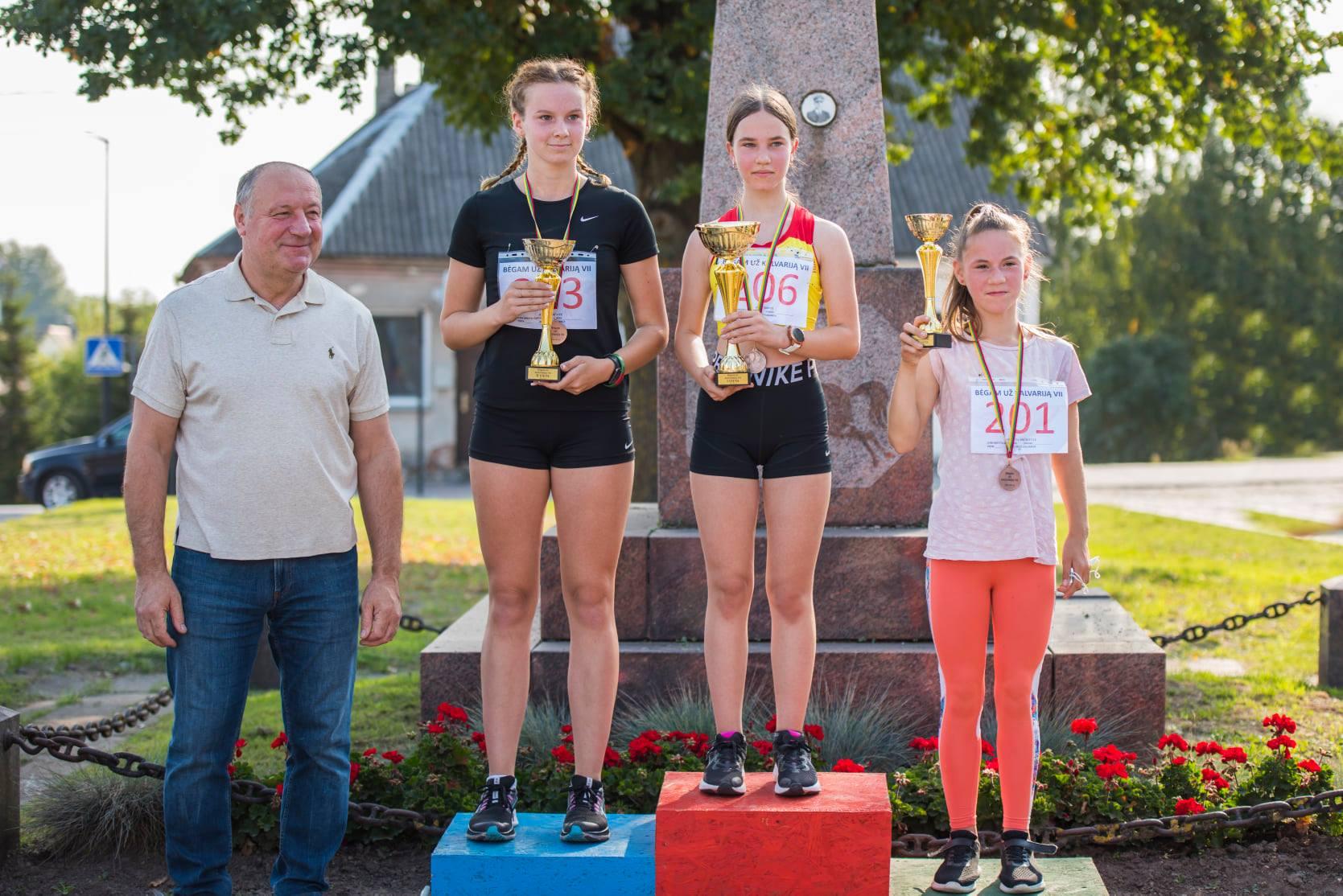 Luknė Šlekytė - 1 vieta, Justė Juškaitė - 2 vieta